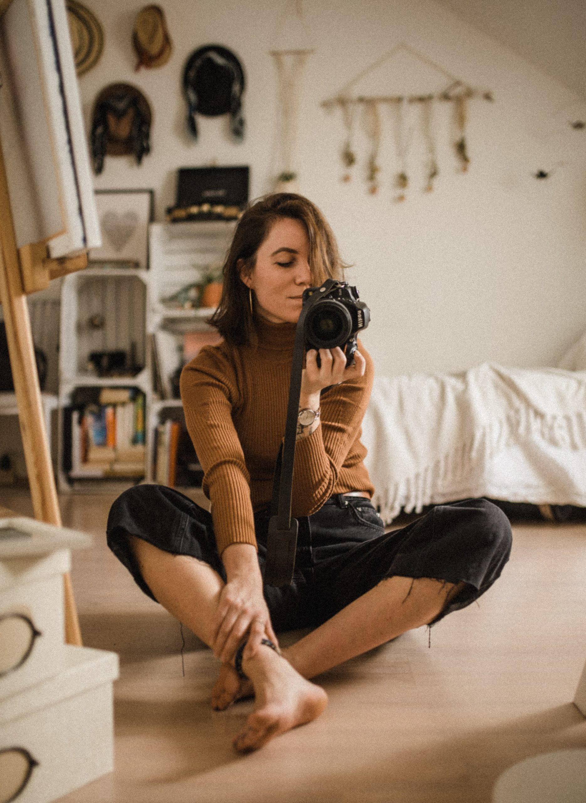 kinga cichewicz HHw9lc0ogIs unsplash scaled - Making An Instagram Worthy Corner In Your Room